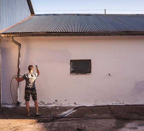 Malowanie agregatem malarskim spalinowym